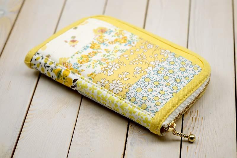刺繍とパッチワークのレモンタルトなハーフウォレット
